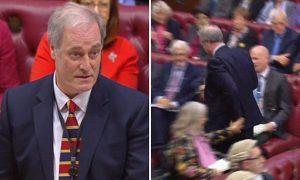 Lord Bates, ministro britannico, si dimette per due minuti di ritardo