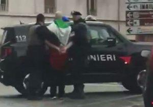 Il momento dell'arresto (foto Ansa)
