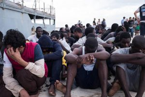 Migranti, vittoria dell'Italia: saranno trasferiti e assistiti nel porto più vicino