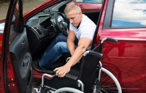 Motability, 2,4 mld di sterline per fornire auto ai disabili e manager strapagati