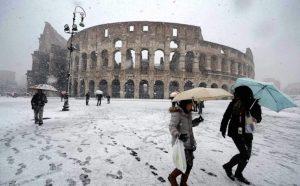 Neve a Roma, Comune premia assenti con permesso retribuito. Punito chi è andato a lavoro