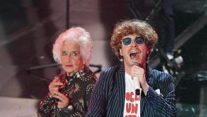 La nonna dello Stato Sociale, gran finale acrobatico in platea all'Ariston