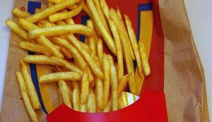 Uno studio dimostra che nelle patatine fritte è contenuto un potente rimedio contro la calvizie