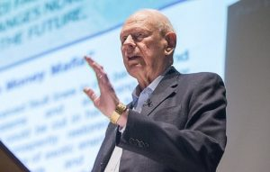 L'ex ministro canadese, Paul Hellyer