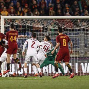 Roma-Milan, moviola: gomitata di Kessie a Nainggolan. Contatto Rodriguez-Pellegrini, era rigore?