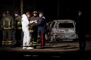 Vicenza: anziano chiede alla moglie di uccidersi con lui poi si dà fuoco in auto. Trovato carbonizzato