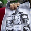 Curdi espongono sctiscioni anti Erdogan