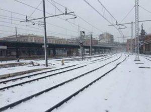 Neve e freddo, oggi picco di gelo. Treni, ancora disagi da Trieste a Napoli (foto Ansa)