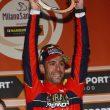 Vincenzo Nibali trofeo in mano