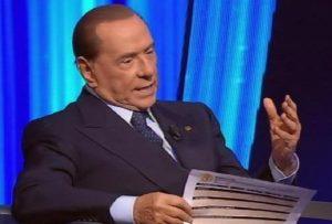 """M5s, Grillo e Toninelli contro Berlusconi: """"Nostri parlamentari non sono in vendita"""""""