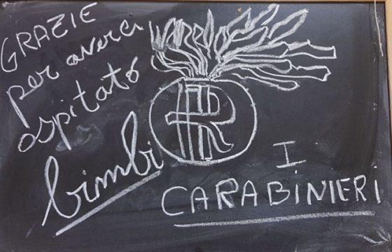 """Elezioni, a Roma carabinieri lasciano messaggio ai bimbi: """"Grazie per averci ospitato"""""""