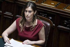 Maria Elena Boschi in lacrime dopo la sconfitta del Pd. Terzo anche a Laterina, paese della sottosegretaria