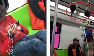 Pechino, mentre viaggia in metro appende i calzini puzzolenti