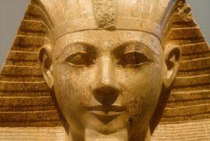 Un bassorilievo di Hatshepsut scoperto in un magazzino nel Regno Unito