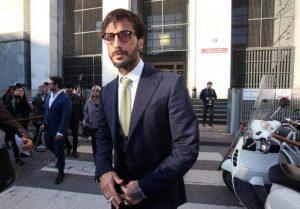 """Fabrizio Corona, la richiesta della Procura: """"Foto sui social? Torni in carcere"""""""