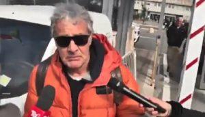 Fabrizio Frizzi, Massimo Giletti esce dall'ospedale ma non riesce a parlare per la commozione VIDEO