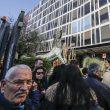 Fabrizio Frizzi, aperta la camera ardente: la folla in attesa