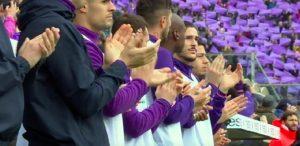 Fiorentina-Benevento, minuto di silenzio emozionante. Squadre si fermano al 13' per Davide Astori