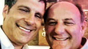 """Fabrizio Frizzi, la lettera e gli sms dell'amico """"rivale"""" Gerry Scotti: """"Caro amico hai lasciato il segno"""""""