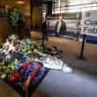 Fabrizio Frizzi, 10 mila persone per l'ultimo saluto. Camera ardente chiude un'ora dopo 11