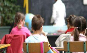 Taranto, la maestra arrestata per maltrattamenti picchiata dai genitori mentre fa shopping