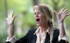 """Isola dei Famosi, Alessia Marcuzzi sbotta contro Eva Henger: """"Basta! Sei fuori di testa"""""""