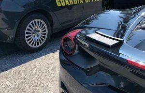 Maxi Lopez in Ferrari, la Finanza lo ferma: la foto su Instagram