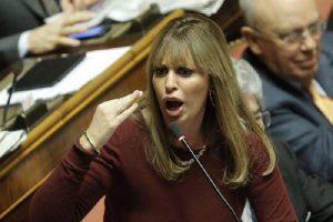 """Alessandra Mussolini: """"Perdonare mio marito Mauro? Ma che siamo matti..."""""""