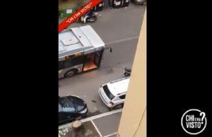 Sparatoria Monteverde, video Chi l'ha visto?: L'autista del bus ferma i carabinieri