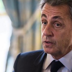 Sarkozy volle la morte di Gheddafi per occultare le valigie piene di dollari?