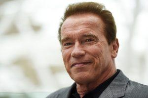 Arnold Schwarzenegger operato d'urgenza a cuore aperto: paura per la star
