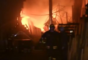 Incendio a Seregno, in un capannone di auto e furgoni