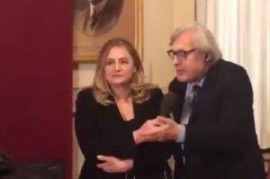 """Elezioni, Vittorio Sgarbi sconfitto da Di Maio: """"Lo prendete in c..."""""""