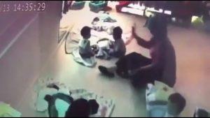 Taiwan, assistente per l'infanzia picchia bambina di 8 mesi sulla fronte
