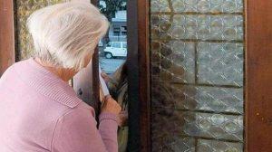 Anziani derubati dalla finta postina: sgominata banda a Torino
