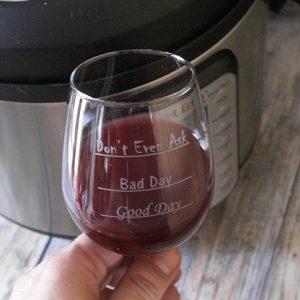 La ricetta per fare il vino rosso in casa: zucchero, pentola a pressione, lievito e succo d'uva
