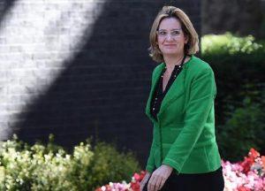 Amber Rudd, il ministro degli Interni britannico nella tempesta per aver ridotto il numero di poliziotti