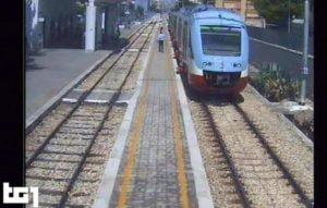Scontro treni a Andria, il Tg1 mostra il treno alla sua ultima fermata