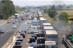 Autostrada A1 tir si ribalta