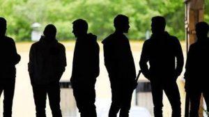 Baby gang in Brianza: rapinavano studenti con coltelli e pistole. Arrestati sei minorenni