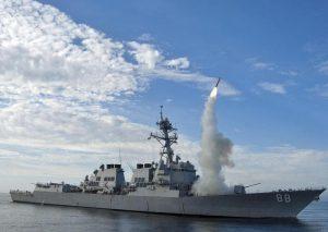 Trump muove nave da guerra verso la Siria, jet russi a bassa quota: battaglia dei cieli in vista?