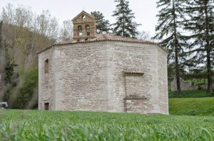 Il terremoto di oggi ha distrutto il campanile della chiesa di Muccia
