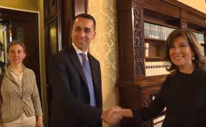 consultazioni stretta mano Di Maio Casellati