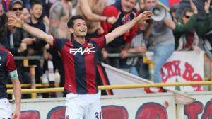 Dzemaili, momenti di tensione: tre tifosi del Bologna provano a dargli un pugno