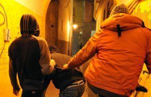 Ferrara, 13enne minacciato di morte a scuola da una baby gang