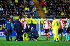 Pablo Fornals: il centrocampista del Villarreal sviene in campo, poi si riprende (foto Ansa)