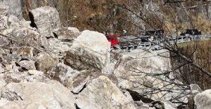 Val d'Ossola, frana travolge auto: due morti