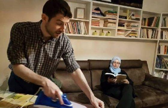 Sumaya Abdel Qader, la consigliera comunale islamica replica alla Isoardi con la foto del marito che stira