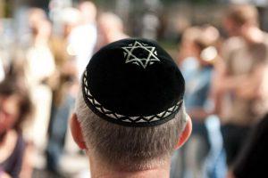 Kippah degli ebrei a rischio divieto in Austria? Dopo il velo islamico...
