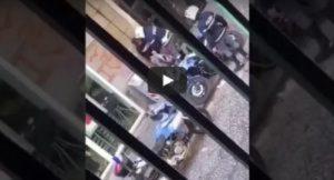 Napoli, poliziotti violenti spostati in ufficio dopo il video